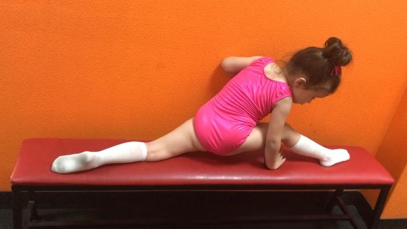 Я гимнастка 🤸♀️ мой почти шпагат 🤸♀️ после тренировки хвастаюсь успехами