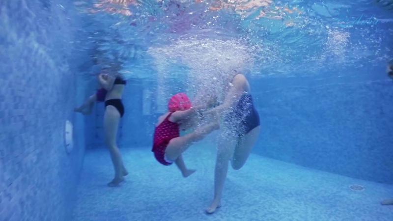 Новогоднее групповое занятие в центре семейного плавания АкваKid