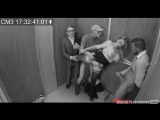 Застряли в офисном лифте и решили пустить по кругу секретаршу с большими сиськам