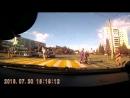 Мужчина в Озерске перевел бабушку через дорогу