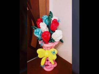 Розочки из шаров в вазе