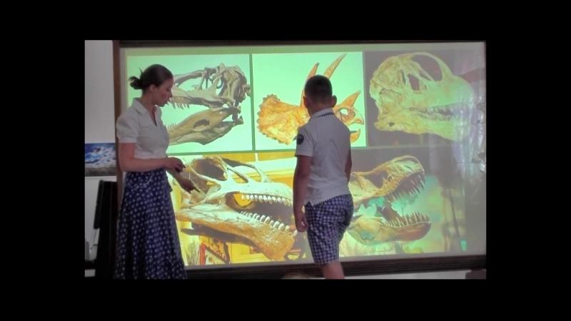 Наш класс в музее на занятиях про динозавров. 21.06.18.