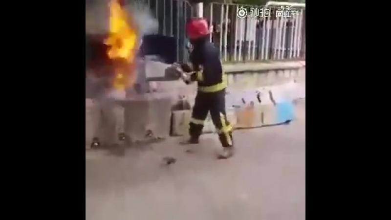 Тушение пожара Кока-колой!