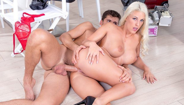 WOW Blanche Bladburry takes hardcore anal from the hairdresser # 1