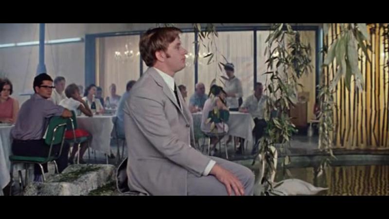 Отрывок из кф Бриллиантовая рука - Песенка про зайцев смотре-1
