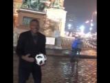 Марсель Десайи сыграл в футбол на Красной площади.