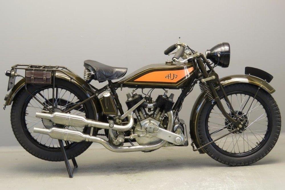 Старинный мотоцикл NUT Sports Model 1928