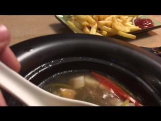 Я делаю обзор заказанной еды в ресторане Якитория, и рассказываю о фильме Лёд.:)
