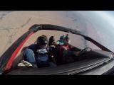Прыжки с парашютом на машине