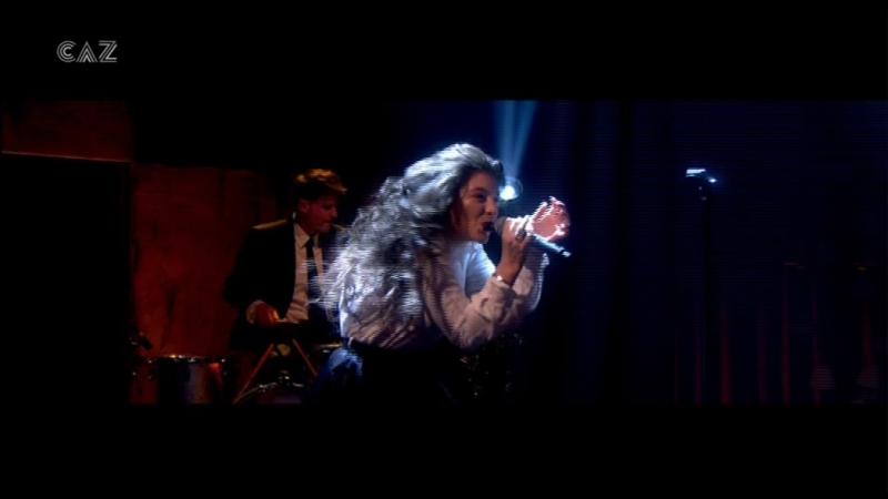 Lorde - Yellow Flicker Beat (Alan Carr. Chatty Man 13-10 - 2014-11-14)