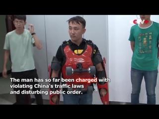 Китаец сделал костюм как у Джеки Чана и поехал
