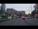"""""""Водитель, ты судак"""": BMW, проезжая на красный, чуть не задавила пешехода"""