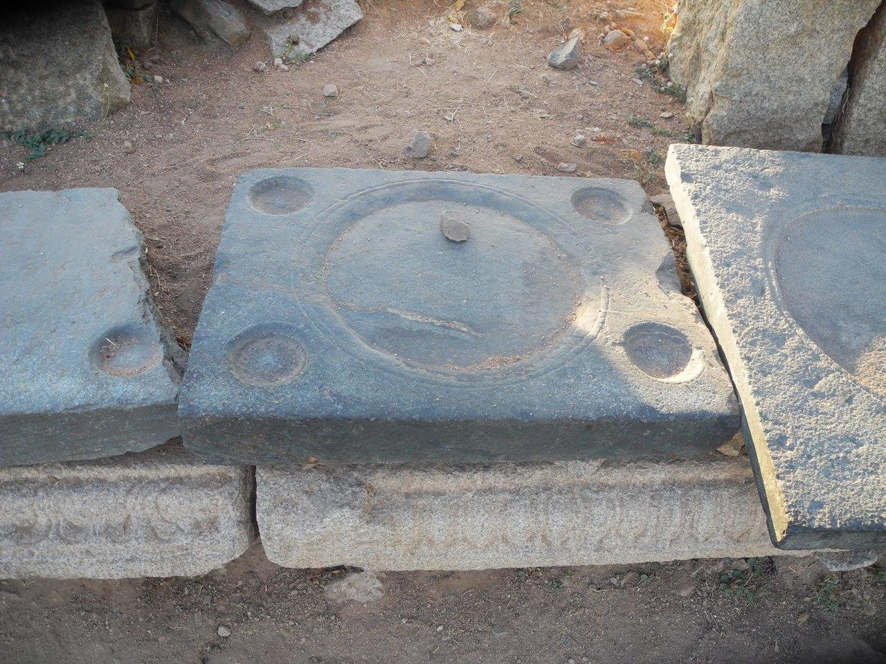 каменные плитки в хампи