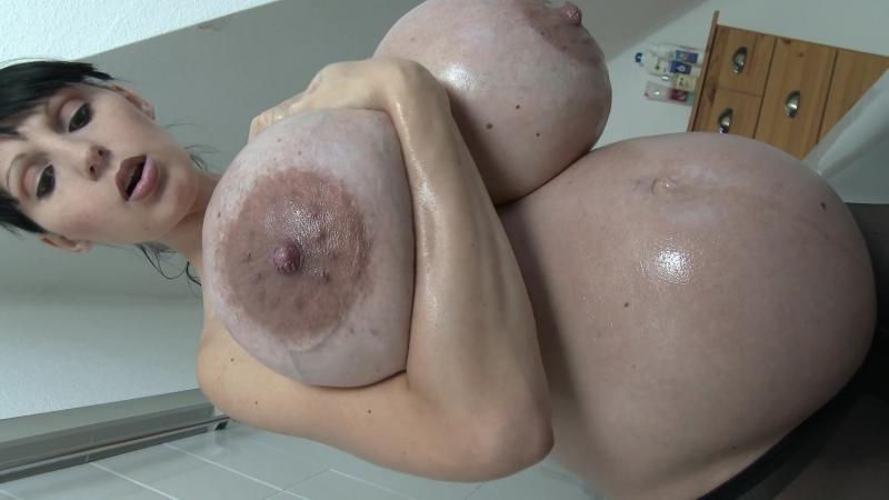 Penelope Black Diamond pregnant bathtub