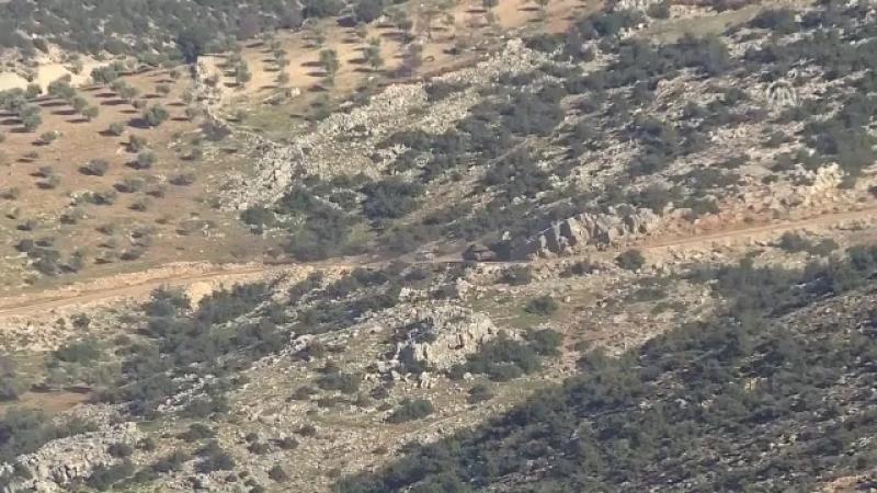 Mehmetçik, Afrinin batısında terör örgütü PKK tarafından kullanılan eğitim kampının da bulunduğu alanda kontrolü ele geçirdi.