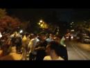 فيديو معجبين سلمان_خان أمام شقق الجالاكسي في باندرا مومباي بأنتظار وصول نجمهم بعد حصوله عل.mp4