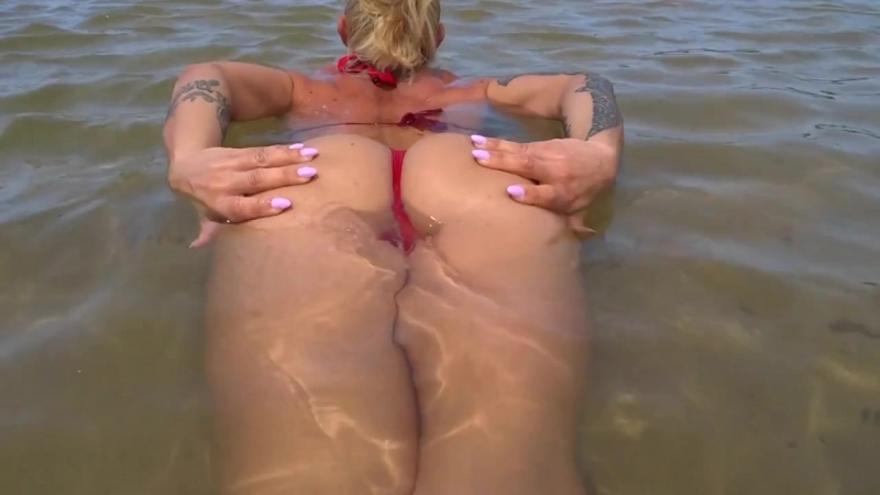 11 VICTORIA LOMBA горячая мускулистая зрелая фитоняшка с очень упругой большой жопой на пляже, не порно