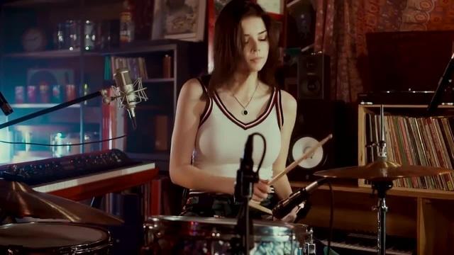 Elise Trouw Drum