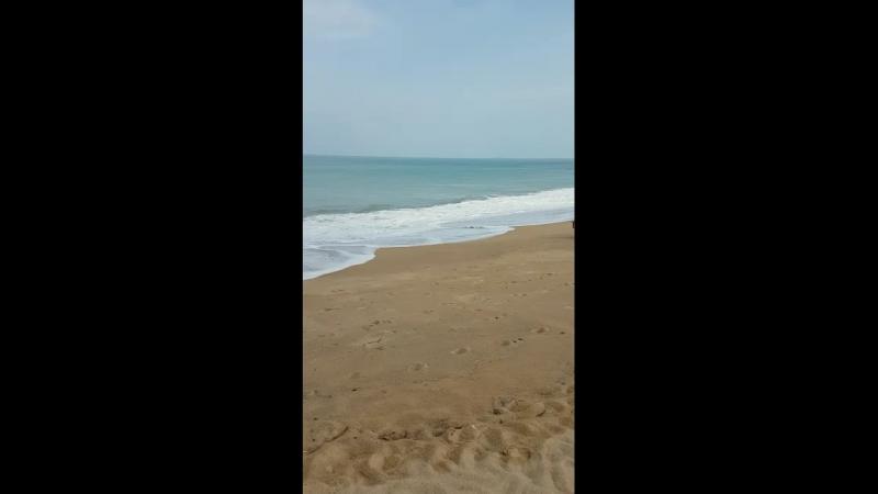 Волны большие,купаться нельзя