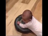 ... У этого гениального малыша нет причин учиться ходить 😂😂😂 ...