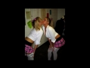 Школьницы шалят. Schoolgirls kissing