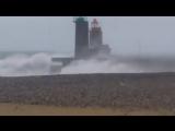 Сильный шторм на проливе Ла-Манш,  Франция. (10 Декабря 2017)
