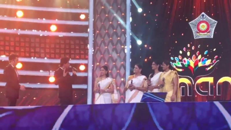 Специальное обращение Шах Рукх Кхана для прекрасных дам из полиции Мумбаи на ежегодном шоу Umang2018 » Freewka.com - Смотреть онлайн в хорощем качестве