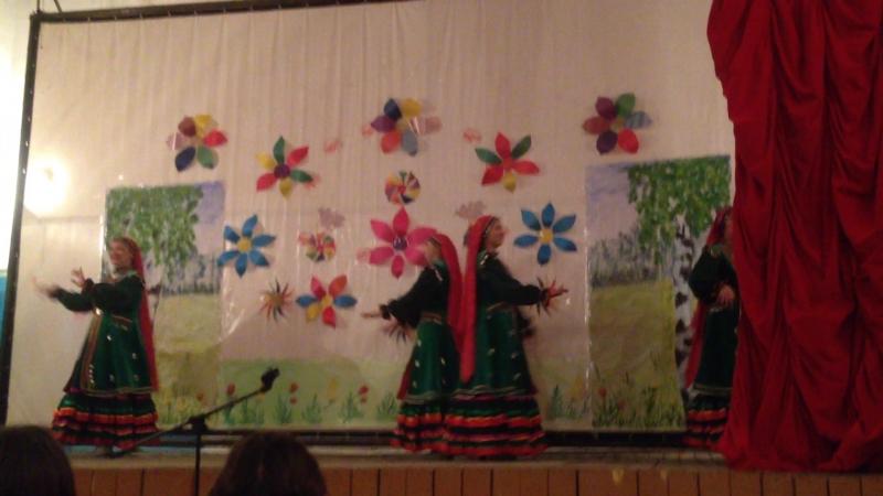 Танец Тыпырҙаҡ д.Айдакаево, танцуют Ильзида, Ләйсән, Луиза, Диля.