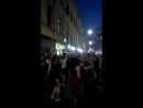 На Маросейке, из окна громкая музыка, люди танцуют и поют прямо на улице, после финального матча, и вместо деспозито поют Москва спасибо, Россия спасибо! Все такие счастливые и довольные.