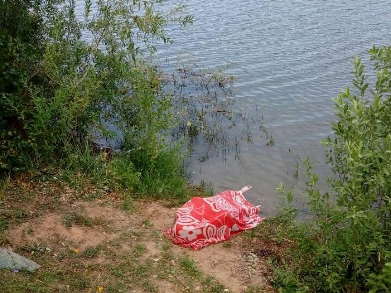 Под Тольятти рыбак решил искупаться в озере и утонул
