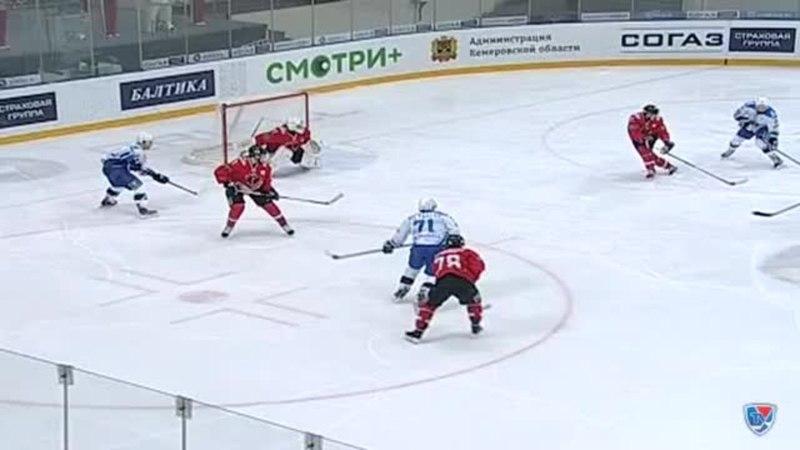 Моменты из матчей КХЛ сезона 1415 • Опасный момент. Макарову Игорю (Нефтехимик) удалось сблизиться с воротами 14.12