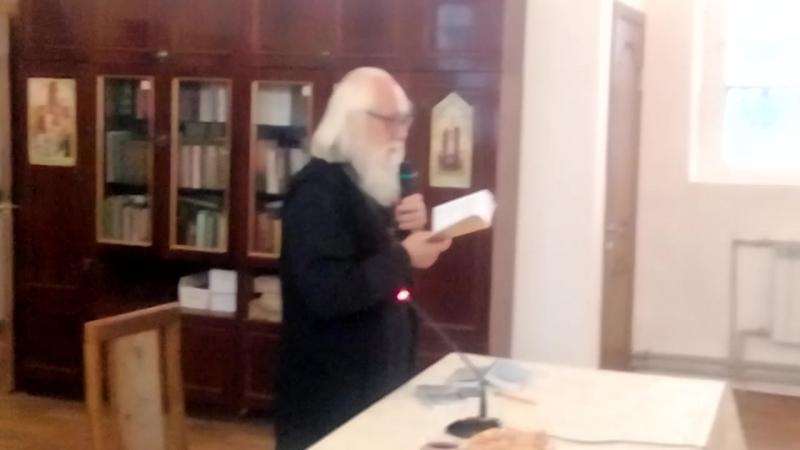 Свои стихи читает протоиер Андрей Логинов / Кострома/ на выставке Мир и Клир в Рыбинске