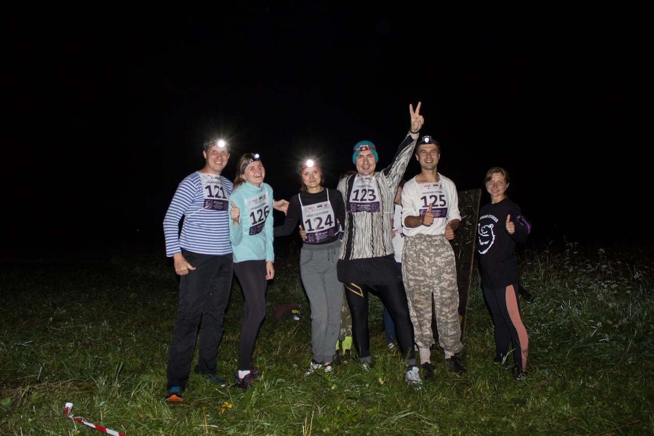 Команда Подрыв устоев перед ночной гонкой