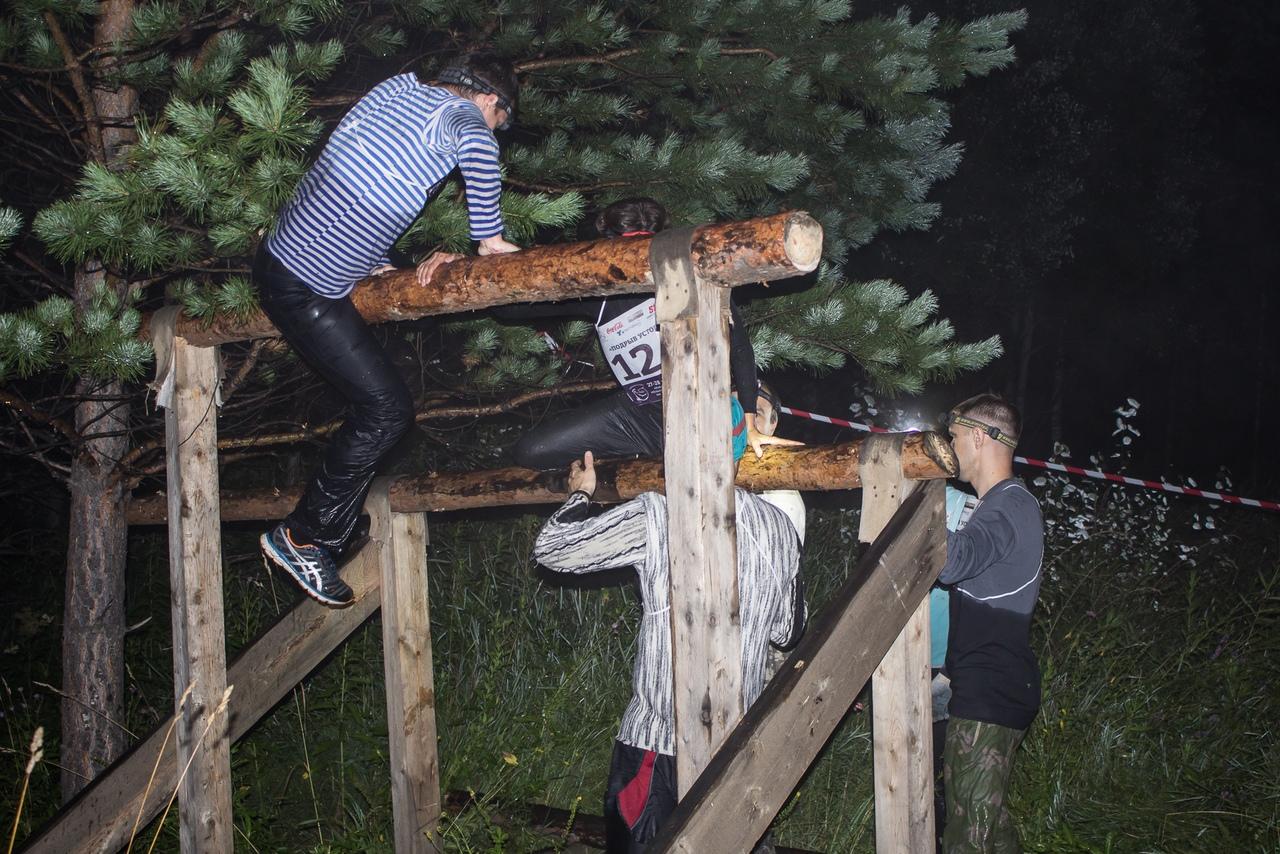 Ночная гонка, препятствия могут быть такими