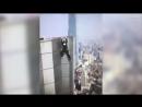 Смертельное падение руфера с высотки попало на видео 18