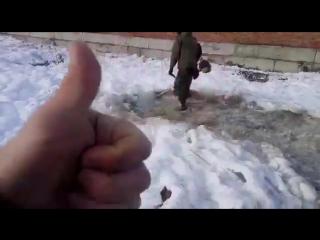 В армии косят траву при любой погоде