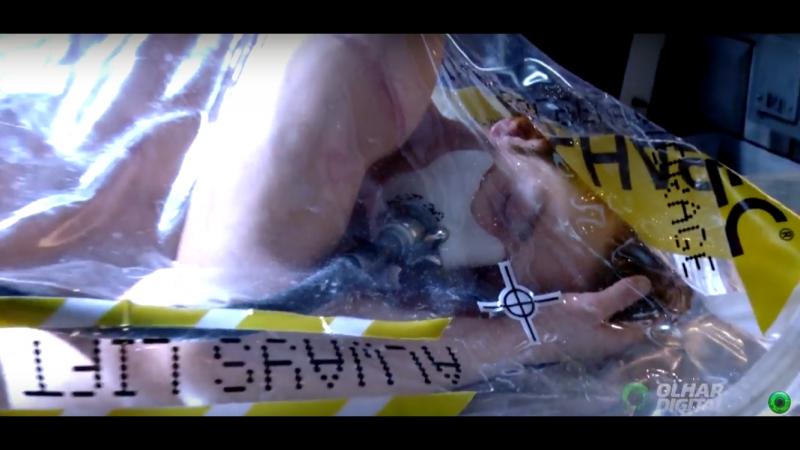 Манекен Запакованный Такеши на выставке