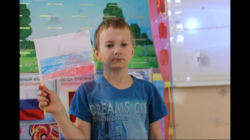 Дети на театральном представлении День России с любимыми героями Хрюшей и Степашкой
