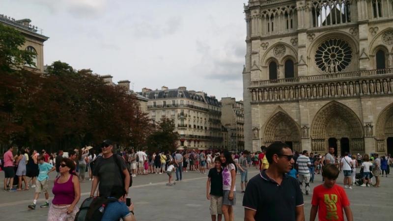 Собор Парижской Богоматери вокруг