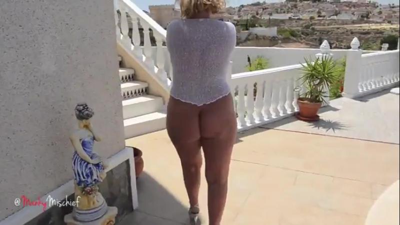 Зрелая сексуальная сорокалетняя блондинка мамка с толстой попкой милф sexy milf (1)
