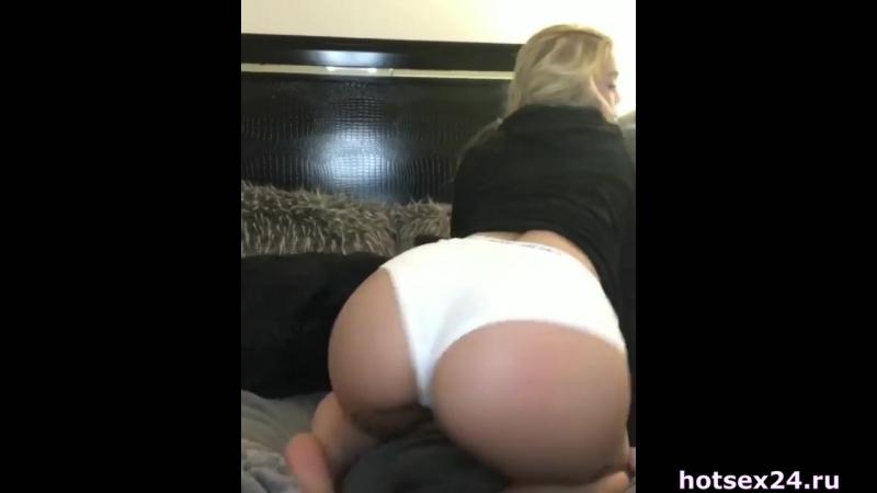 Зачетная девочка Kali Roses показывает свою большую упругую задницу [girls сиськи трусики попа porno горячие груди порно