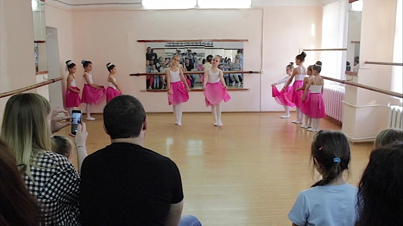 Открытый показной урок по народно сценическому танцу первый год обучения