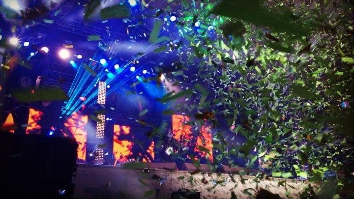 "Adrian TAPCIUC 🎥 on Instagram: ""Final de Forza Zu! carlasdreams onstage concert forzazu panalasange forzazu2018 confetti iasi romania tra..."