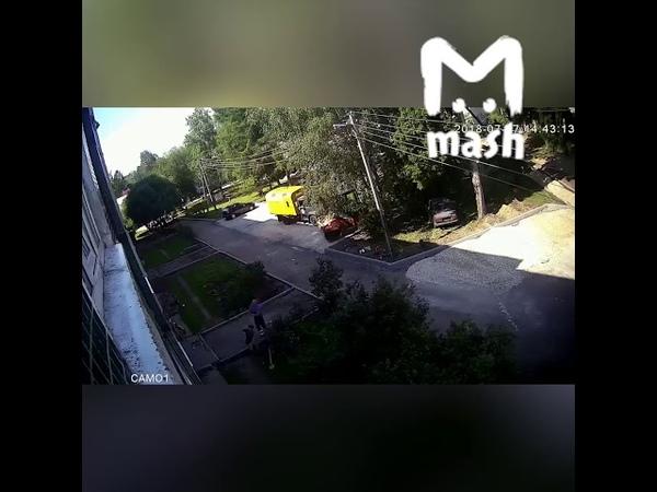 В Ленинградской области рабочие спасли ребенка