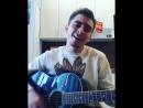 Симпатичный парень классно поет иностранную песню !