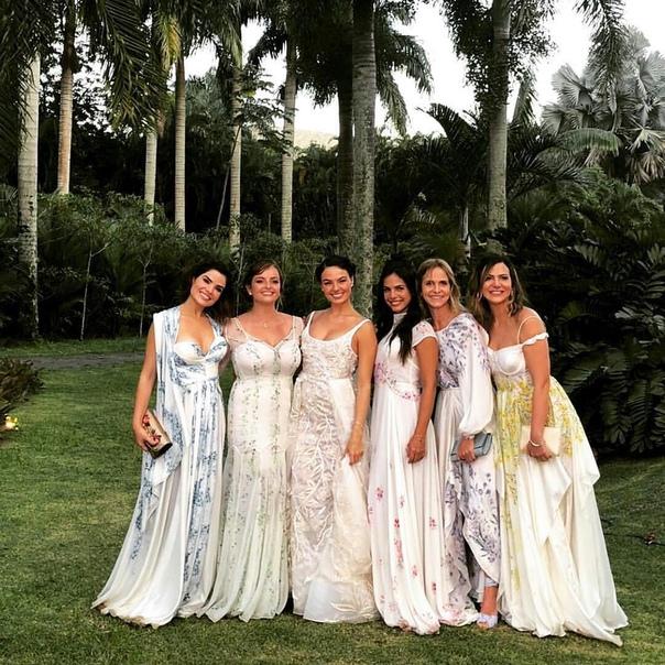 Бразильская актриса Изис Вальверде, ставшая известной благодаря роли Камиллы в сериале «Дороги Индии» и роли Суэлен в «Проспекте Бразилии» вышла замуж за манекенщика Андре Резенде