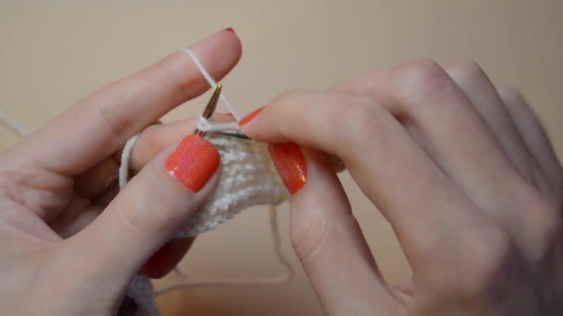 ВЯЖЕМ ГОРЛОВИНУ УКОРОЧЕННЫМИ РЯДАМИ ПЛАТОЧНОЙ ВЯЗКОЙ. Уроки вязания спицами. НАЧНИ ВЯЗАТЬ!