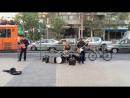 Чилийская уличная рок-банда TRES AL HILO... Ребята очень качественно исполняют пёпловскую Highway star... Live at Tobalaba Sta.,
