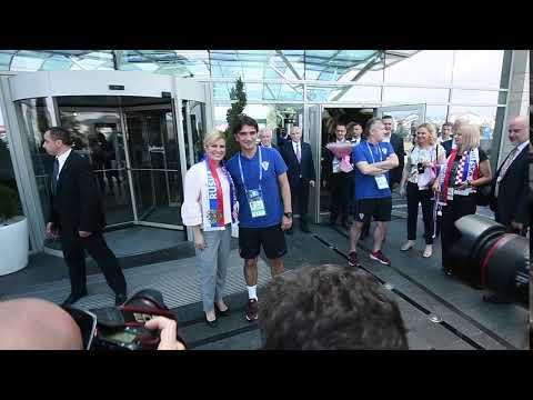Predsjednica sa izbornikom Zlatkom Dalićem ispred hotela Radisson Blu