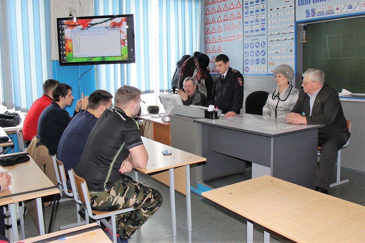 kNVaZPdabmY - В Белово в рамках акции «Шок» сотрудники ГИБДД организовали специальные
